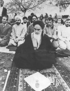 Rouhani 2nd from left 2nd row w ayatollah circa 1978 in France